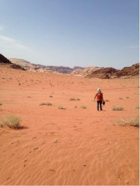 """""""Einige Augenblicke für mich sein, um die friedliche Stille zu spüren"""": Bassem über sein Leben in Wadi Rum."""